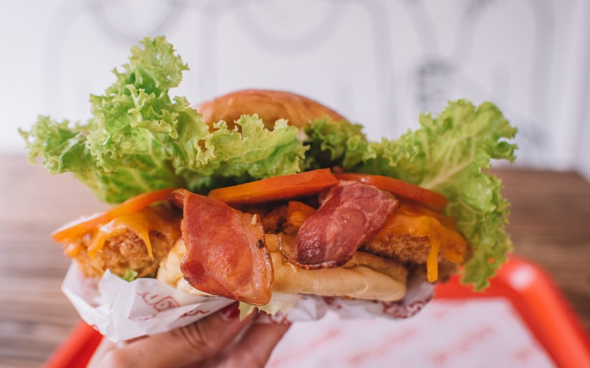 the wingmande luxe burger burger bros cocobeli