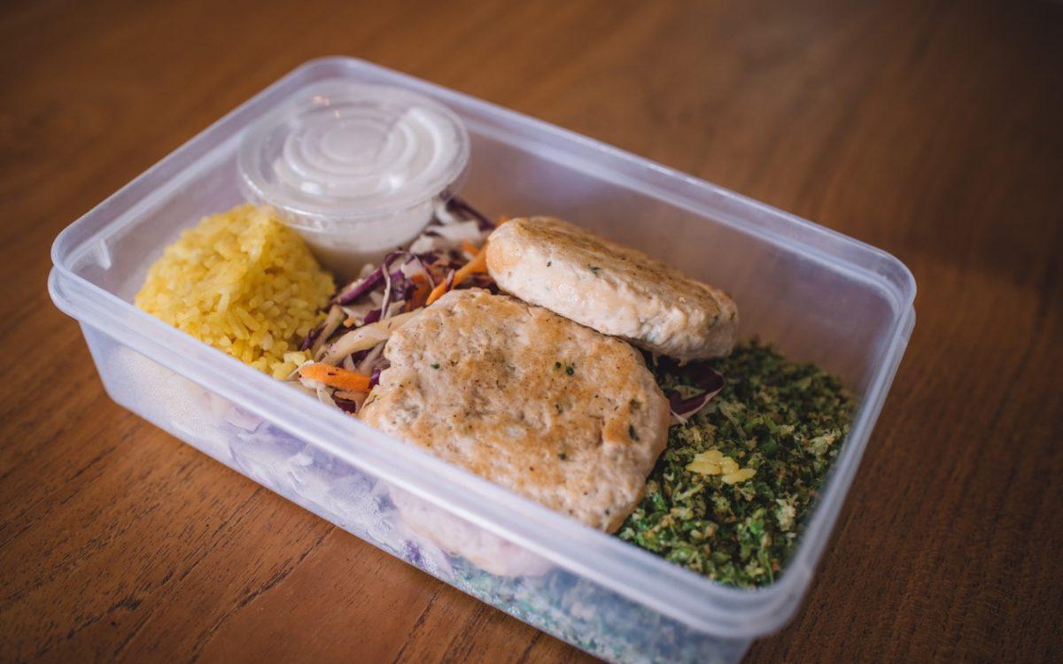 Chicken patty and broccoli cauliflower rice Macro Kitchen Cocobeli