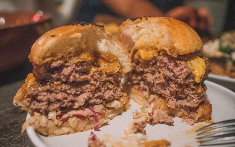 Beef burger KRNK Lombok Cocobeli